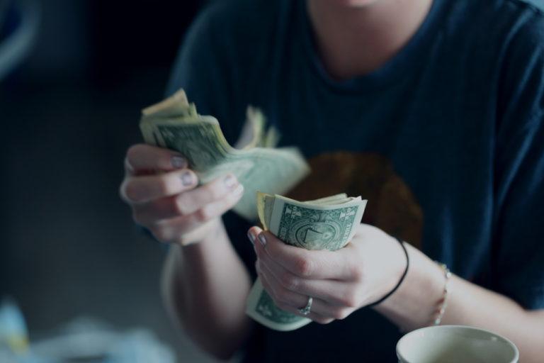Nie trać pieniędzy trzymając je w bankowej skarpecie